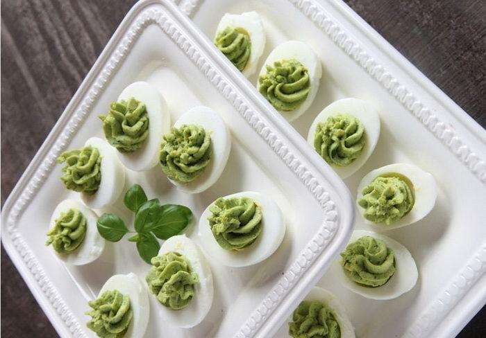 Зеленые яйца-здоровый завтрак
