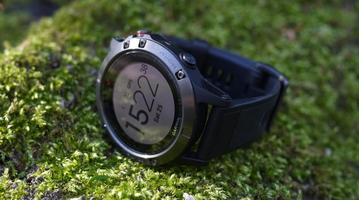 Обзор смарт-часов Garmin Fenix 5X Sapphire - время на дисплее
