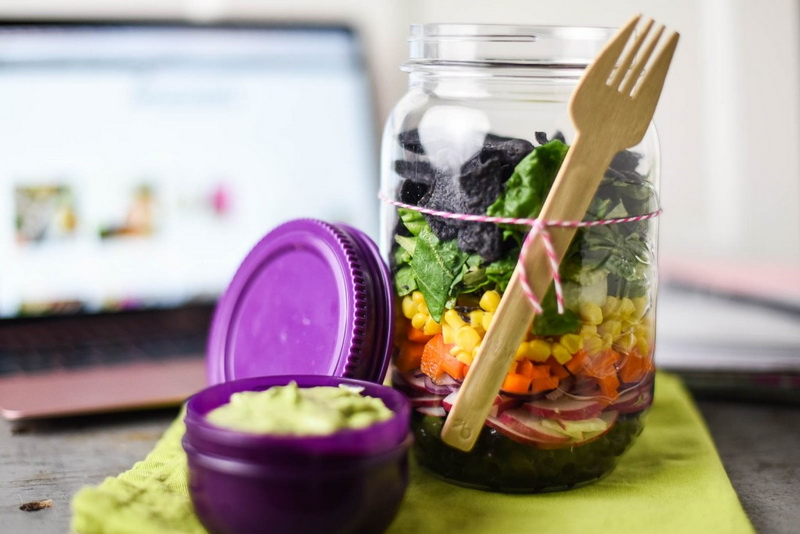 Сытный обед в офисе-фото
