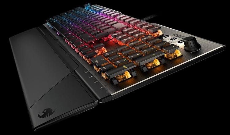 Computex-2018-механическая клавиатура Roccat Vulcan с переключателями Titan Switch фото 2