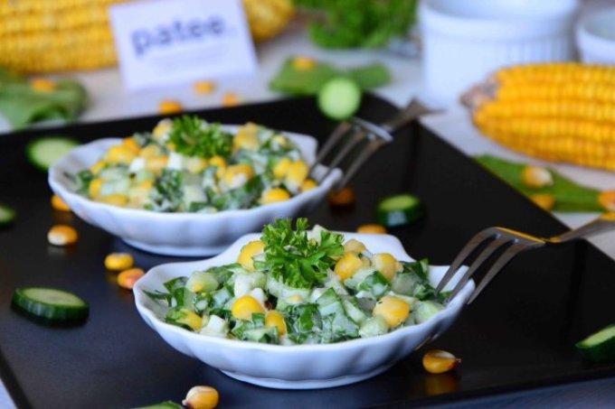 Щавель с огурцом и кукурузой-салат