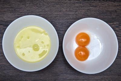 Желтки, отделенные от белка