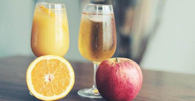 Бокалы и фрукты