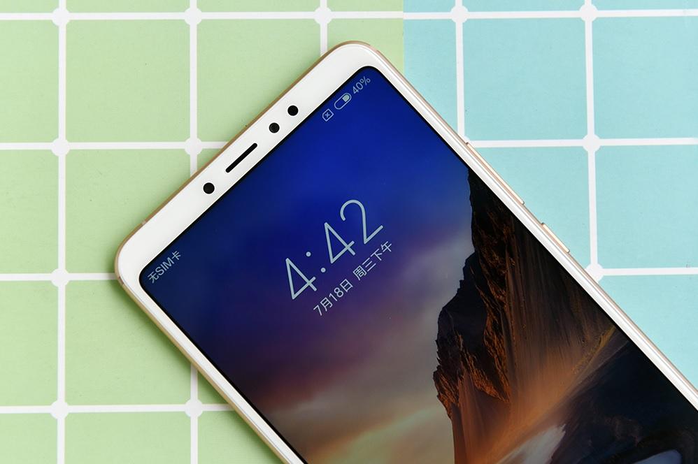 Новые золотистые Xiaomi Mi Max 3_изображение уже в сети - экран смартфона ксяоми