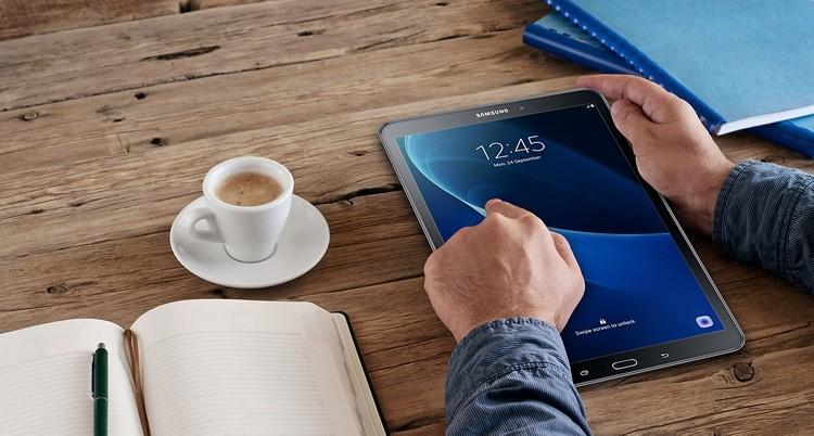 Планшет Samsung Galaxy Tab Advanced 2 (SM-T583) самые свежие подробности - планшет Samsung на столе