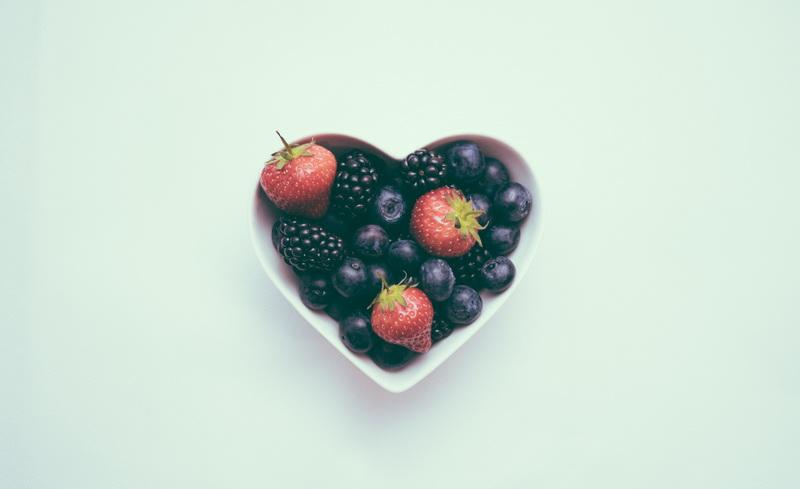 Сердце из ягод-подача