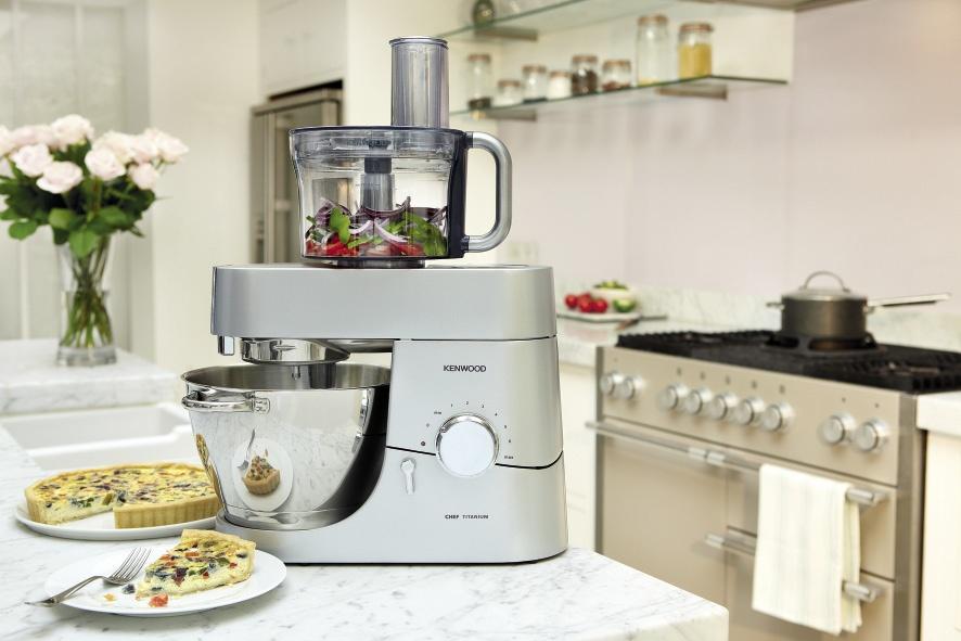 Топ-5 самой полезной техники на кухне - кухонная машина на кухне