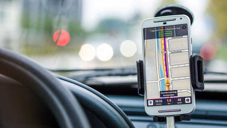 Топ-9 приложений на смартфон, которые пригодятся в быту - навигатор на смартфоне