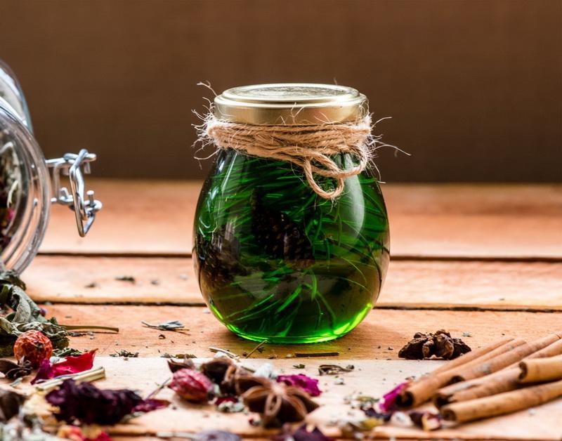 Варенье из сосновых иголок-баночка