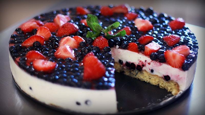 Ягодно-йогуртовый торт-вкусное лето
