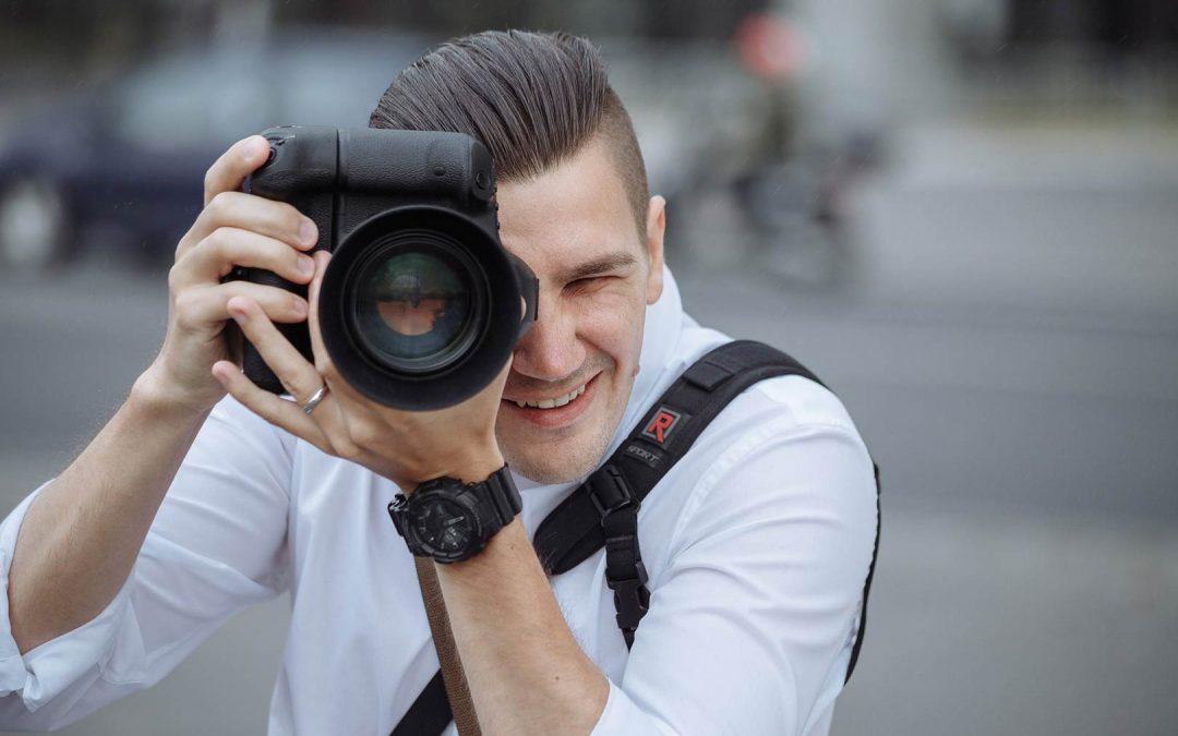 Запомните свой отпуск_фотоаппараты, которые можно взять с собой для потрясающих фотоснимков - фотограф фокусируется