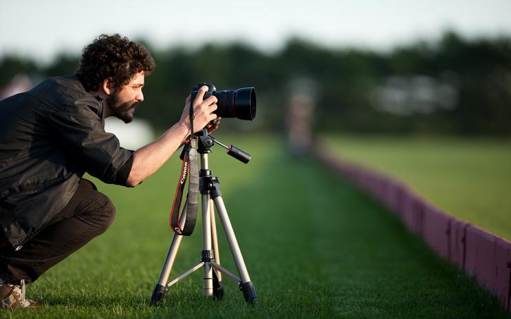 Запомните свой отпуск_фотоаппараты, которые можно взять с собой для потрясающих фотоснимков - фотограф со штативом