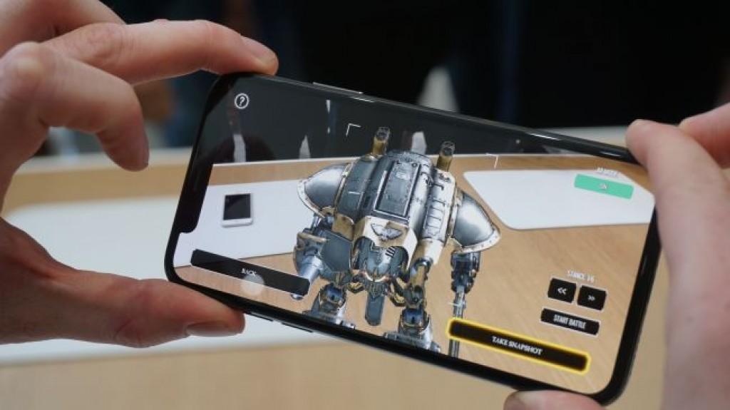 Бой между лидерами рынка сравнение Apple iPhone X vs Samsung Galaxy Note 8 - дополненная реальность