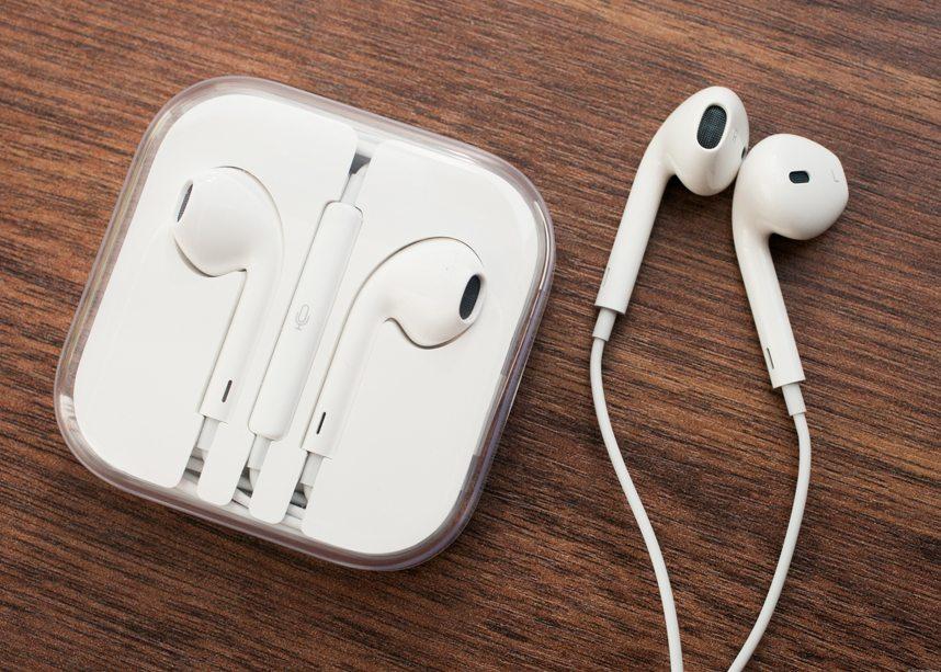 Бой между лидерами рынка сравнение Apple iPhone X vs Samsung Galaxy Note 8 - наушники apple