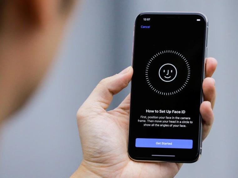 Бой между лидерами рынка сравнение Apple iPhone X vs Samsung Galaxy Note 8 - распознавание лица face id