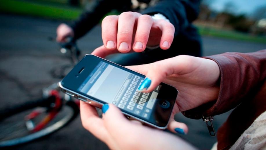 Как найти украденный или потерянный смартфон_Полезные советы от Comfy - крадут смартфон
