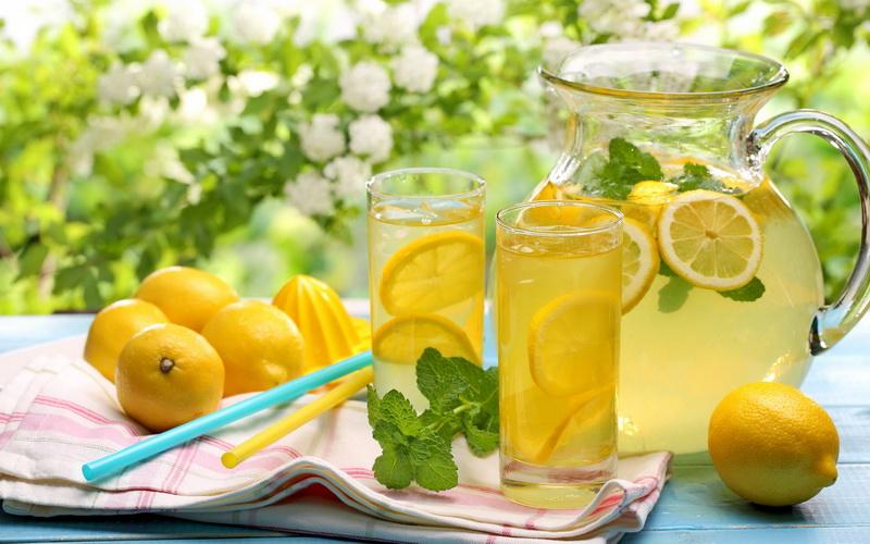 Классический лимонад-подача в графине