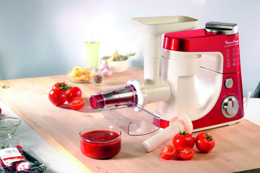 Летние блюда и блендеры что можно приготовить с разными насадками - томатный сок в шнековой соковыжималке