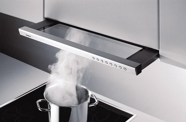 Лучшие встраиваемые вытяжки для маленькой кухни - встраиваемая вытяжка в работе