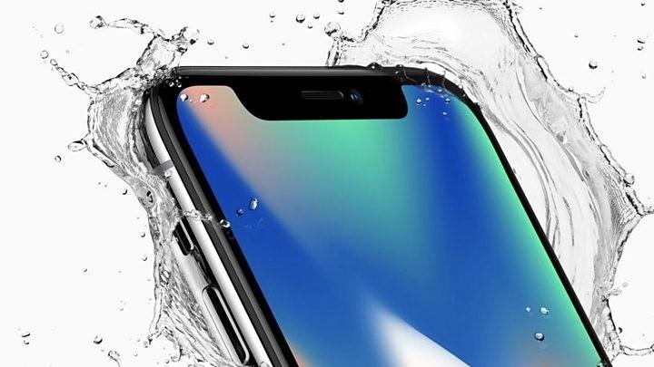 Назван самый продаваемый смартфон 2018 года - iPhone X в воде