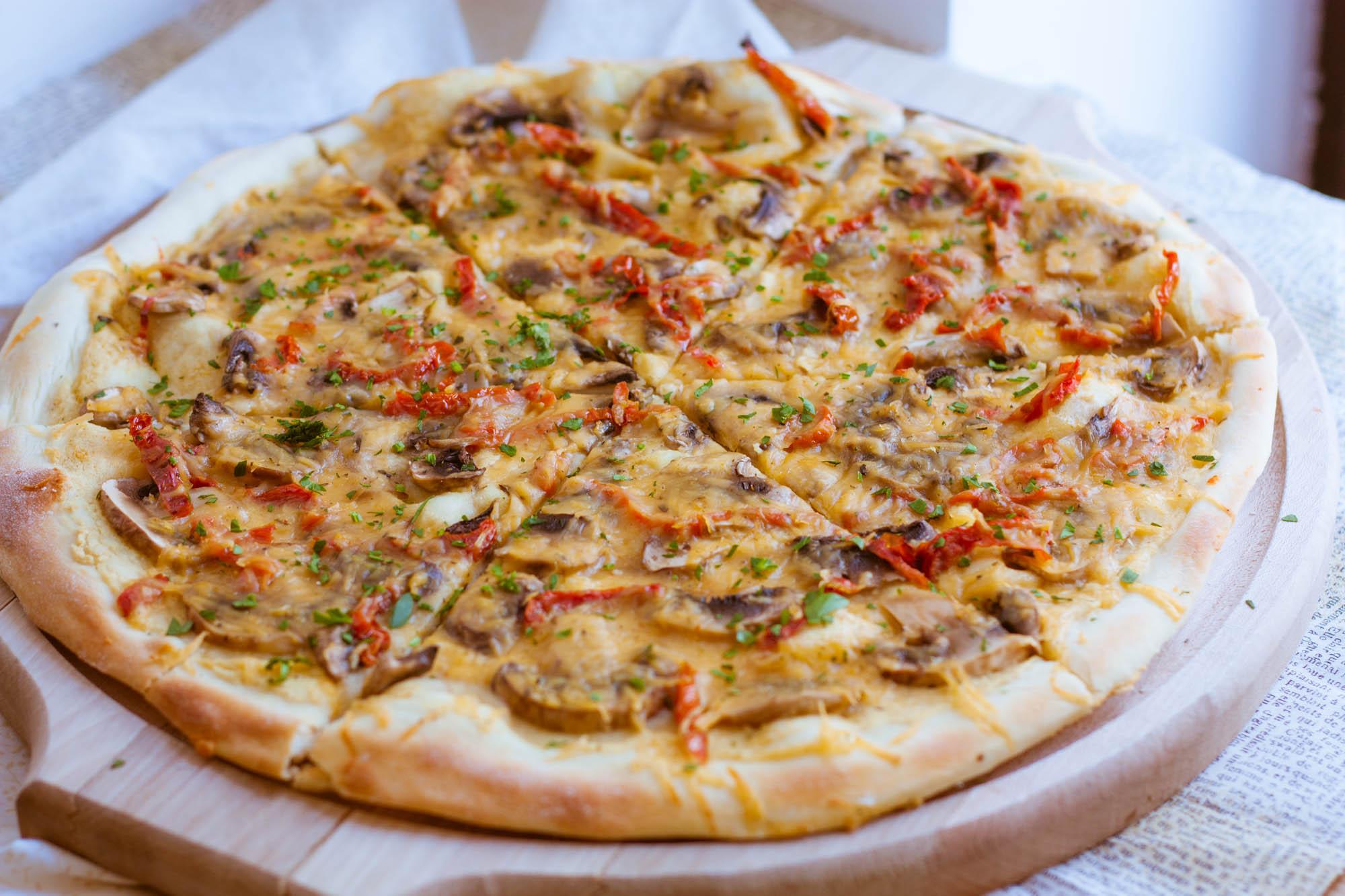 Пицца с огурцами