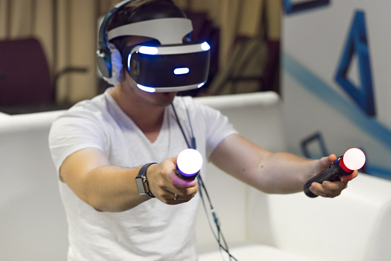Порадуйте геймера топ компьютеров, которые не уступают консольным приставкам - шлем виртуальной реальности