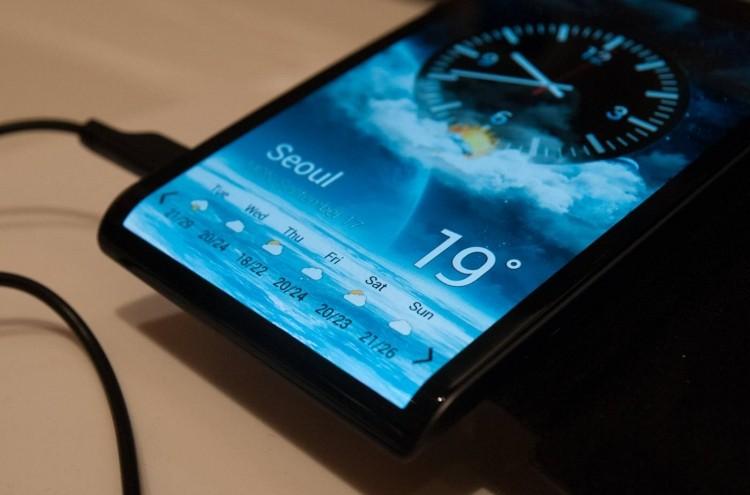 Сочность и яркость_смартфоны с лучшими экранами - гибкий oled экран