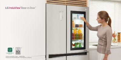 Девушка возле холодильник Элджи