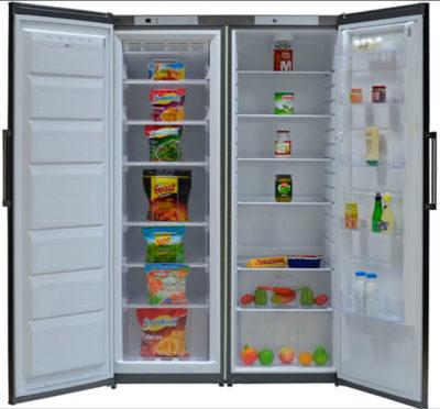 Открытый холодильник с двумя дверями