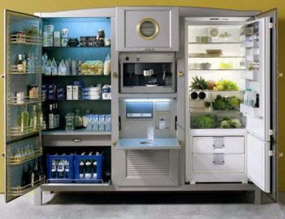 Величезний холодильник