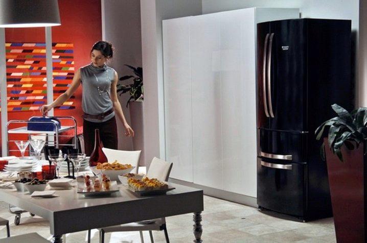 Холодильники Hotpoint Ariston _ лучши модели ТОП-ового бренда на рынке Украины - чёрный холодильник Аристон