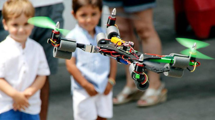 Квадрокоптер для ребенка_обзор лучших моделей - квадракоптер и два ребенка