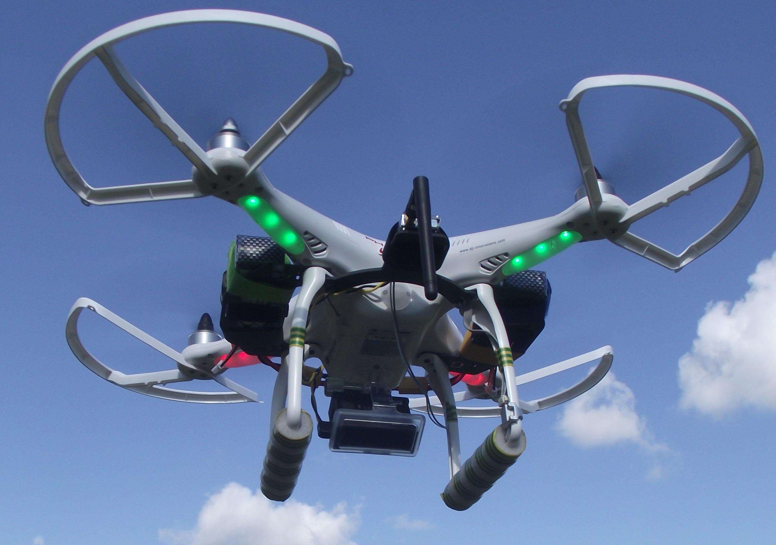 Квадрокоптер_дорогая игрушка или новое слово в любительской видеосъёмке, доставке, спорте - квадрокоптер в полёте