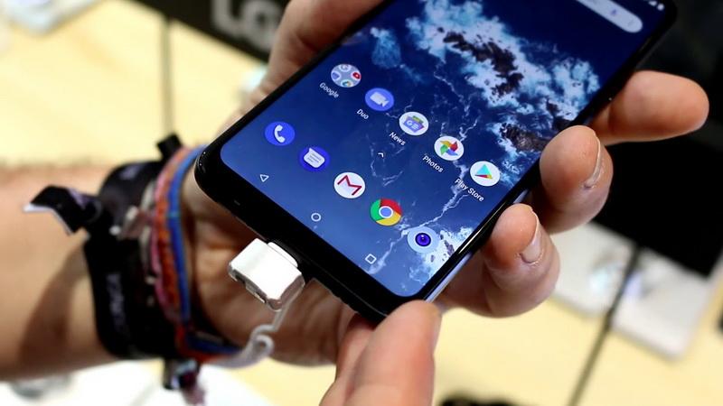 LG G7 One-в руках