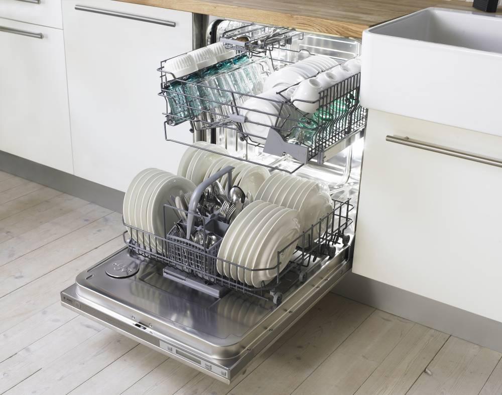 Посудомоечные машины_как избежать частых поломок Советы профессионалов COMFY - посудомойка с посудой