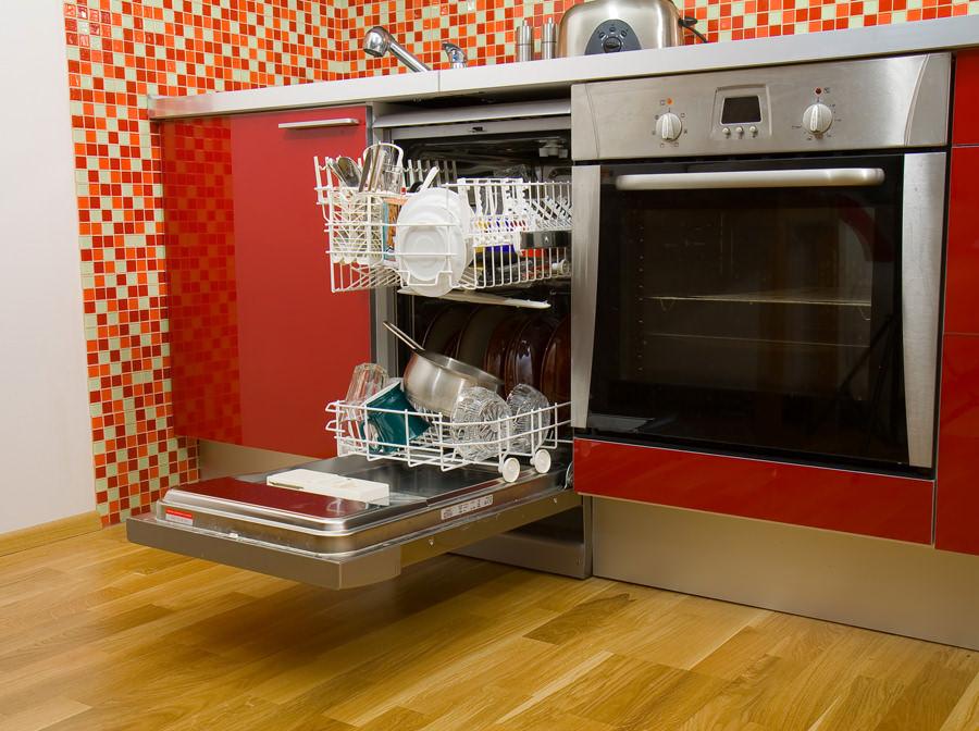 Посудомоечные машины_как избежать частых поломок Советы профессионалов COMFY - посудомойка в интерьере кухни