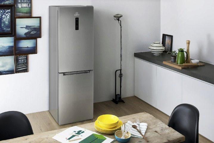 Рейтинг холодильников Indesit по оценкам экспертов COMFY - серый холодильник Индезит
