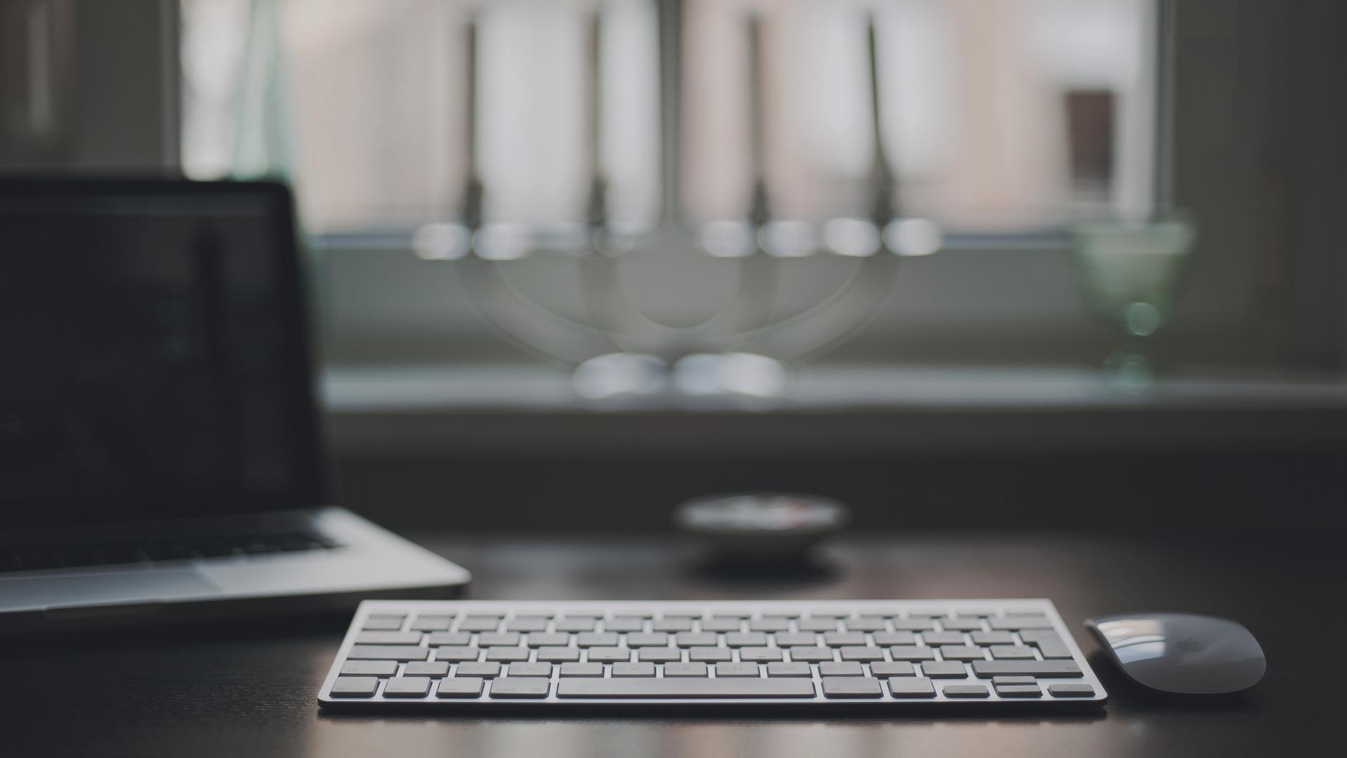 Снова в школу обзор лучших ноутбуков для студентов и школьников - ноутбук, клавиатура и мышь