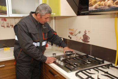 Кухонная плита в ремонте