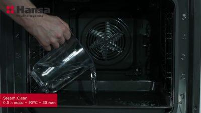 Быстрая очистка духовки с использованием режима SteamClean