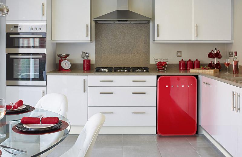 Маленькая кухня - не проблема! Обзор компактных, но функциональных холодильников - маленький красный холодильник на кухне