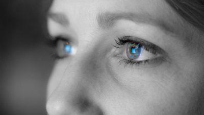 Monitor-reflection-in-eyes (глаза сидящего за монитором наиболее подвержены проблемам)