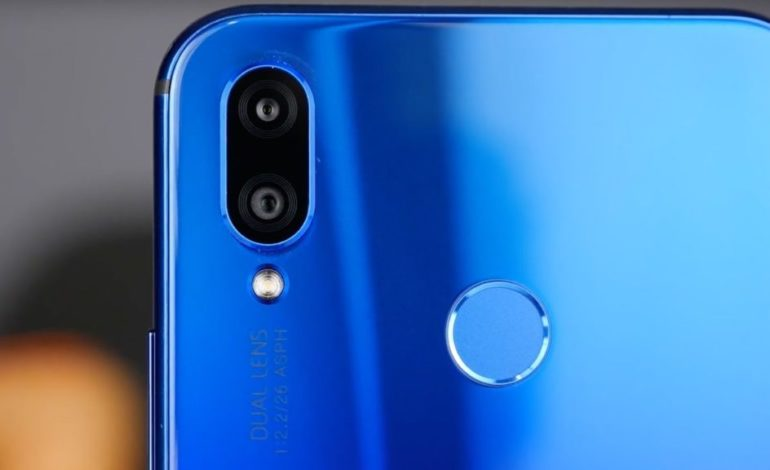 Обзор Honor 8X - смартфон синего цвета