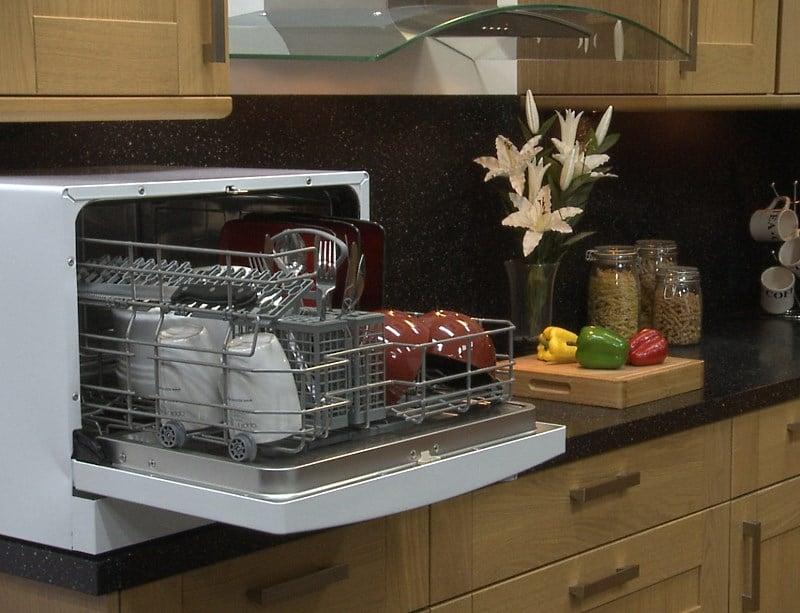 Рейтинг посудомоечных машин на рынке Украины - настольная посудомойка в интерьере