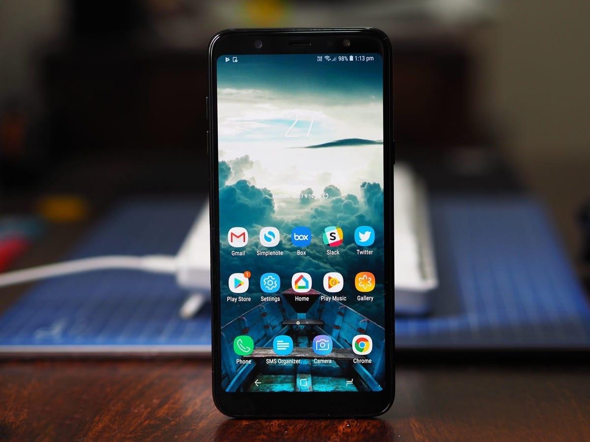 Смартфоны, которые мы сможем купить осенью 2018 - Samsung Galaxy J4+