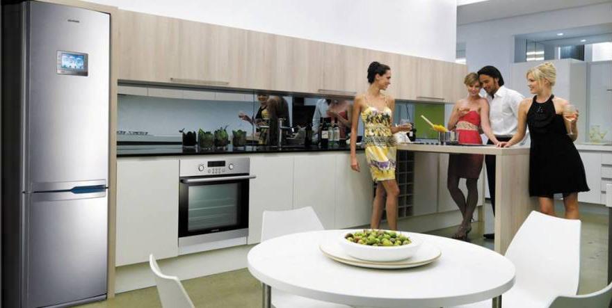 ТОП холодильников Samsung по отзывам покупателей - холодильник Самсунг на кухне