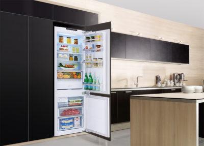 Vstroenniy (встроенный холодильник в интерьере кухни)