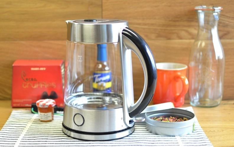 Выбор электрического чайника 2018_независимые эксперты - электрочайник на столе