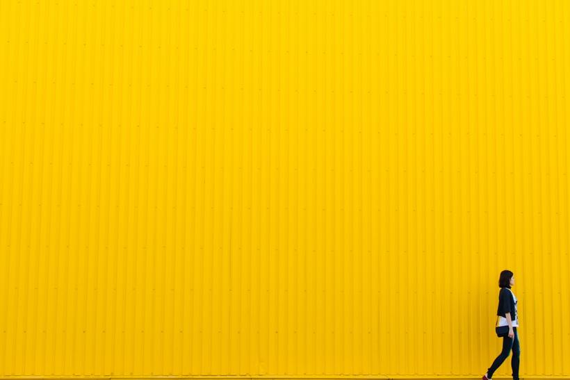Желтая стена-яркая осень