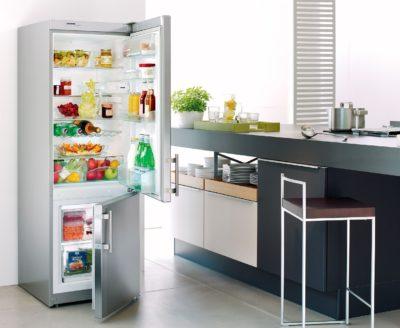Холодильник з продуктами